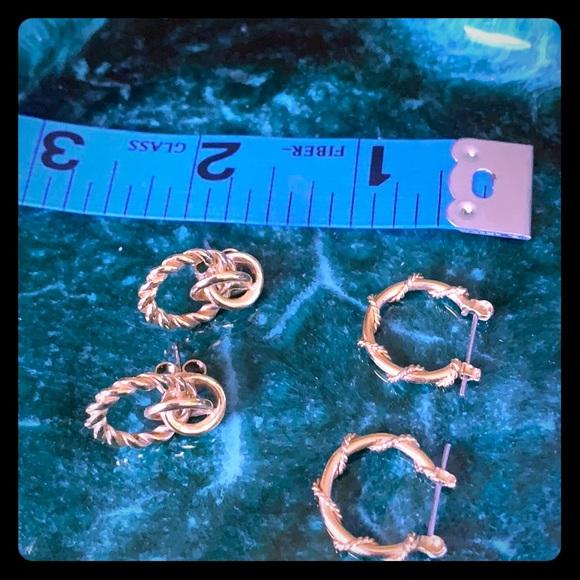 Set of two hoop earrings